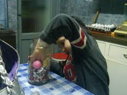 Niño cogiendo chocolat